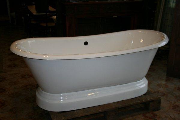 baignoire ilot fonte top baignoire ilt ovale en fonte. Black Bedroom Furniture Sets. Home Design Ideas