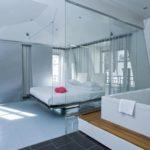 Hotel avec baignoire dans la chambre
