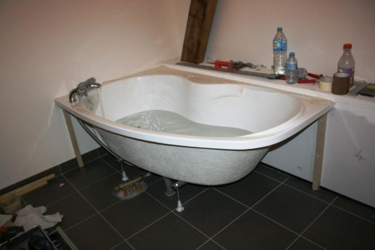 Installer robinetterie baignoire dangle