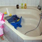 Reducteur de baignoire d'angle bébé
